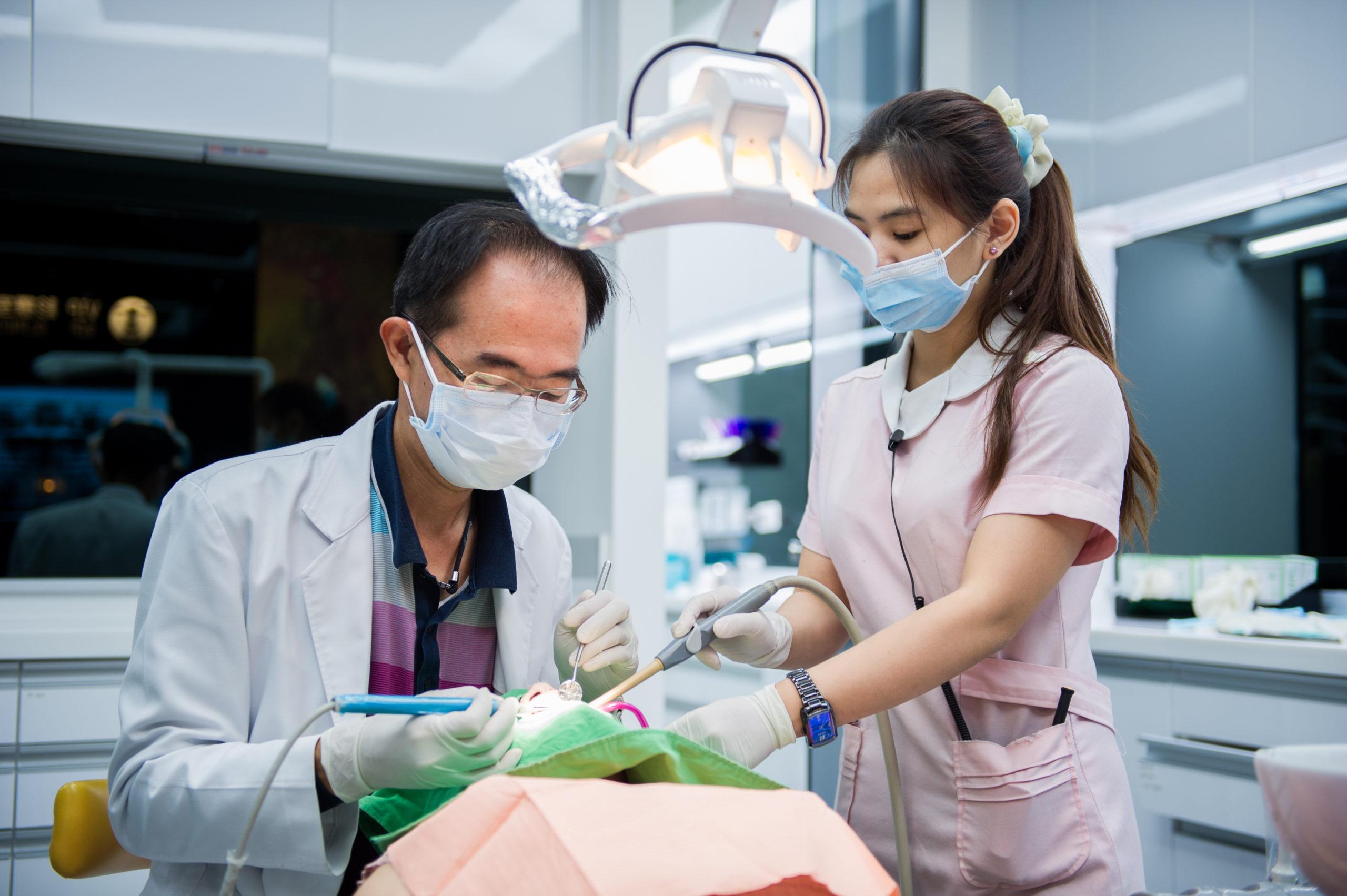 【植牙壽命大哉問】植牙後注意事項會影響植牙植體脫落的發生,請問醫師怎麼保養?