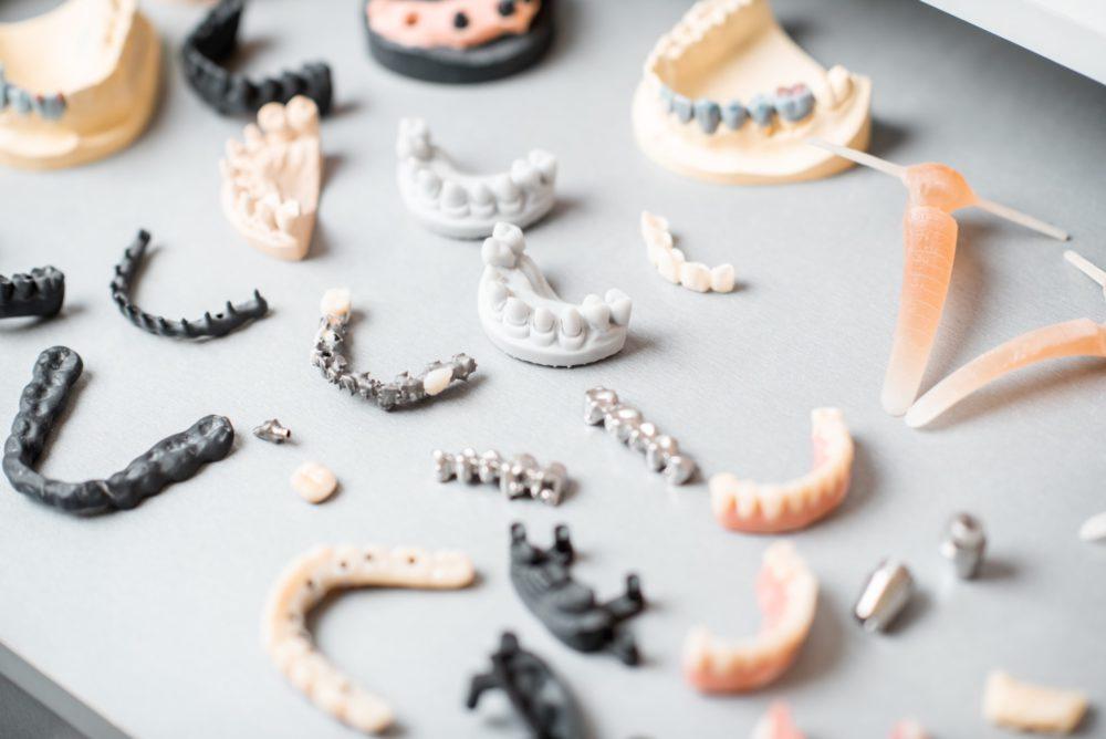 全口假牙讓你不再缺牙,但你知道全口假牙有哪些嗎?